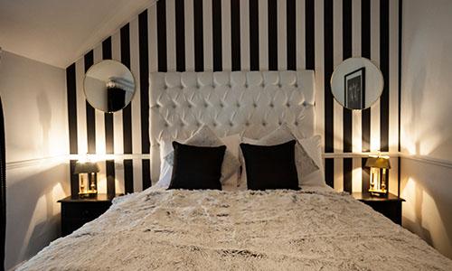 bardon-accomadation-2_0000_Black and white room _7